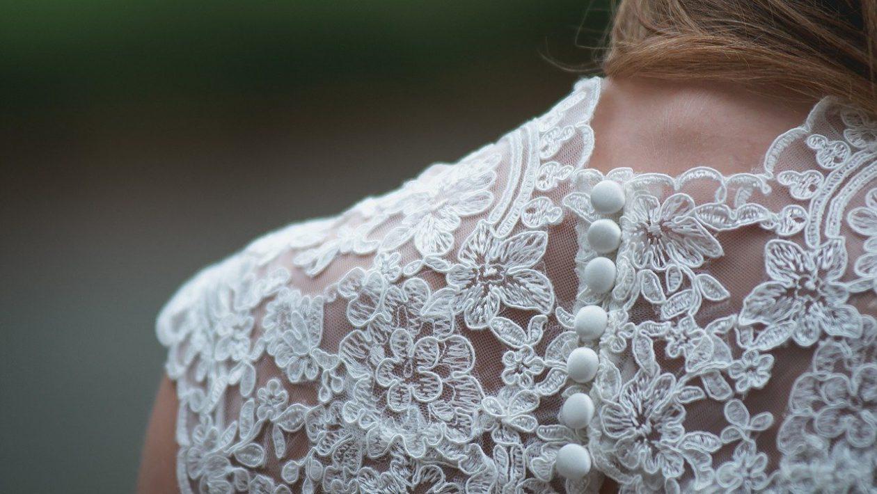 Modne ażurowe ubrania